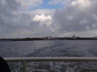 Blick auf den Hafen vom Boot aus